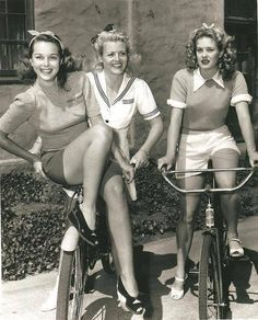 1950's teens in the summer. I love the high waisted shorts.