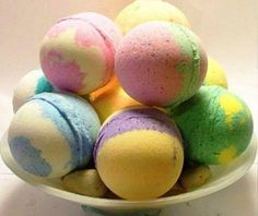 DIY Bath Fizzies ~ Mothers Day bath bombs - Create these fun bath accessories to give as a unique mother's day gift. Wine Bottle Crafts, Mason Jar Crafts, Mason Jar Diy, Bombe Recipe, Homemade Bath Bombs, Diy Hanging Shelves, Bath Bomb Recipes, Bath Fizzies, Bath Salts