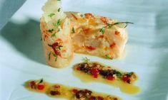 Receta de Cuajado de espárragos y gambas con bacalao ahumado y vinagreta de pasas y jengibre
