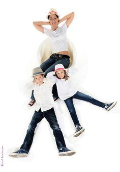 Le portrait de famille revisité par le studio Bain de Lumière Paris, http://www.photosfashion.com/portrait-de-famille.html Cool, fun et décalé le shooting en famille