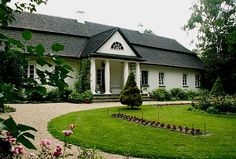 Manor house in Glanow from 1863 - an excellent example of traditional Polish manor house Cottage Homes, Exterior Design, Poland, Beautiful Places, Mansions, Landscape, Country, House Styles, Manor Houses