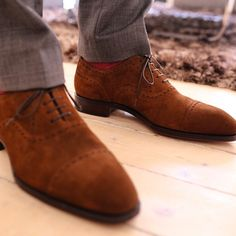 Skolyx.se - Our medium brown quarter brogue in suede
