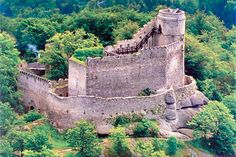 Zamek Chojnik (Chojnik Castle) is located above the town of Sobieszow in SW Beautiful Castles, Beautiful Buildings, Beautiful Places, Castle Ruins, Medieval Castle, Visit Poland, Central Europe, Amazing Architecture, Cool Places To Visit