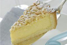 Torta della nonna con crema pasticcera e pinoli: la ricetta
