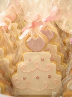 Super cute for #bridal shower favor: wedding cake cookies packaged