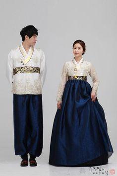 Korean Fashion – How to Dress up Korean Style Korean Traditional Dress, Traditional Fashion, Traditional Dresses, Traditional Wedding, Asian Fashion, 80s Fashion, Fashion Today, Fashion Hair, Fashion Black