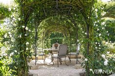 Habitually Chic® » Oprah's Gorgeous Garden Oprah Winfrey, Farm Landscaping, Rose Garden Design, Rose Trellis, Planting Roses, Roses Garden, Rose Bush, Different Plants, Beautiful Roses