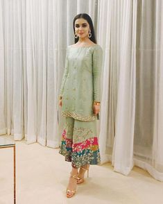 Post wedding dawat outfit inspo ( she's wearing zuria dor - Salvabrani Pakistani Fashion Party Wear, Pakistani Formal Dresses, Pakistani Wedding Outfits, Pakistani Dress Design, Nikkah Dress, Indian Dresses, Indian Outfits, Indian Fashion, Dress Formal
