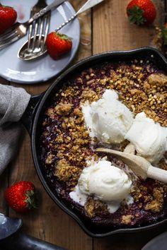 Bringebærcrumble med iskrem – Ida Gran-Jansen Acai Bowl, Nom Nom, Baking, Breakfast, Sweet, Desserts, Recipes, Pasta, Drinks