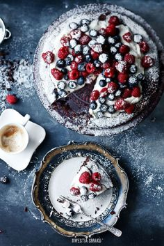 Snowy Chocolate Cake with Berries - 11 Snowy Desserts for Winter Season | GleamItUp