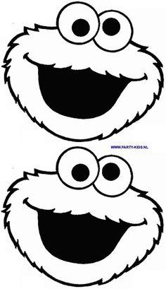 Koekiemonster traktatie. Uitprinten op blauw papier, ogen op wit papier, mond aan de onderkant open snijden, zo nodig koffiefilter of plastic zakje aan de achterkant lijmen, koekjes of plak (voorgesneden) ontbijtkoek in de mond stoppen.