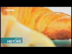 TV5M Petites histoires - Le croissant. One way to use videos in class: activate previous knowledge (schema). Say the title of the video. Ask students what they expect to hear and see in the video. Watch the video and check if they guessed it right.