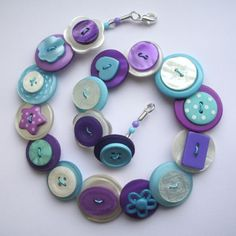 Gorgeous and girly purple and aqua button necklace Diy Buttons, Vintage Buttons, Button Art, Button Crafts, Kids Jewelry, Jewelry Crafts, Bracelet Making, Jewelry Making, Beaded Jewelry