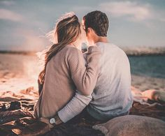 Couple on the beach, love couple, beach romance, cute romance, romantic mom Photo Couple, Love Couple, Couples In Love, Couple Shoot, Couple Goals, Adorable Couples, Couple Beach, Lovey Dovey, Couple Pictures