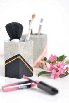 Concrete pot for organising makeup brushes