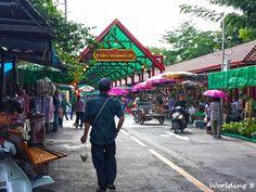 Entrando en el mercado flotante Taling Chan (Bangkok)