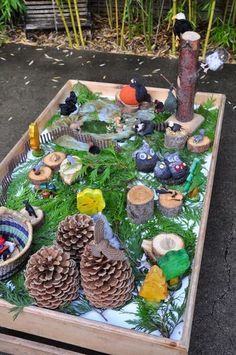 Idea for Outdoor Tray for Investigating Found Treasures or Small World Play (from Stomping in the Mud) Nature Activities, Preschool Activities, Outdoor Activities, Reggio Emilia, Mini Mundo, Outdoor Play Spaces, Outdoor Fun, Outdoor Ideas, Outdoor Decor