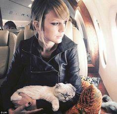 Taylor Swift. Singer & Songwriter 💖💚💛💟💗💙💜❤