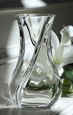 Baccarat Serpentin Vase www.apoggi.com Baccarat Crystal, Crystal Glassware, Crystal Vase, Clear Crystal, Cut Glass, Glass Art, Crystal Illustration, Stone Benchtop, Stone Art Painting