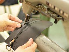 Cartera de viaje para uso bolsos de cuero hechos a mano todos los días y el cuero hecho a mano (S-104) HERZ (Hz) por correo oficial