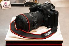 You have to see Canon Camera Cake on Craftsy! - Looking for cake decorating project inspiration? Check out Canon Camera Cake by member Dolci Pasteleria. Canon Camera Strap, Canon Cameras, Camera Gear, Camera Cakes, 21st Birthday Cakes, Brithday Cake, Mom Birthday, Great British Bake Off, Incredible Edibles