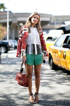 Style de rue: des tenues colorées (Photo: Imaxtree) | Elle Québec