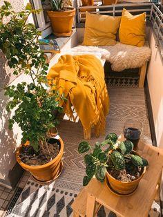 Small Balcony Decor, Small Balcony Design, Outdoor Balcony, Small Patio, Apartment Balconies, Apartment Patio Gardens, Apartment Balcony Decorating, Aesthetic Bedroom, Diy Bedroom Decor