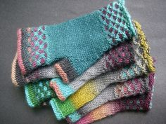 Mim's Magic Mitts pattern by kim mac donald Colorwork is an easy slip stitch pattern and is a great first introduction to using two colors in a row. Crochet Gloves Pattern, Crochet Mittens, Mittens Pattern, Knit Or Crochet, Loom Knitting, Knitting Socks, Hand Knitting, Knitting Patterns, Stitch Patterns