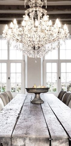 chandelier wooden farm table design kitchen Decoration decor inspiration white shabbychic french brocante vintage distressed interior home Home Design, Küchen Design, Design Ideas, Design Hotel, Design Trends, Design Suites, Design Elements, Style At Home, Home Luxury