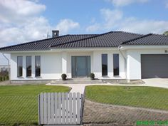 Modern Bungalow Exterior, White Exterior Houses, Modern Bungalow House, Bungalow House Plans, Dream House Exterior, Round House Plans, My House Plans, Family House Plans, Best Modern House Design