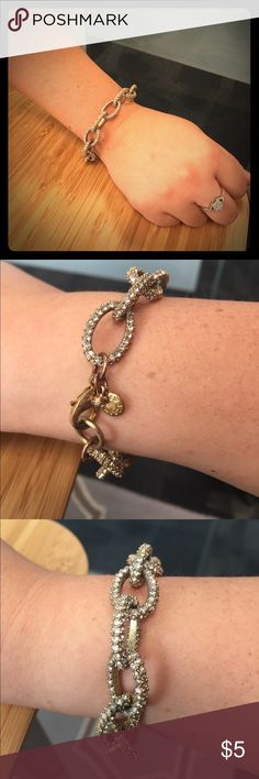 Jcrew bracelet 💎 Gold jcrew link bracelet with crystals all around it. It currently is a little tarnished near the clasp as evidenced by the photos. Make me an offer! J. Crew Jewelry Bracelets
