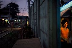 jonas bendiksen(1977- ), indonesia. jakarta. 2007. street vendor in tanah abang, a slum area that hugs several commuter railway lines.