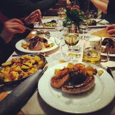 German food:) Hamburger, German, Drink, Eat, Ethnic Recipes, Food, Deutsch, Beverage, German Language