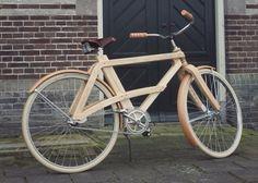 Prachtige houten fiets van Arnolt van der Sman