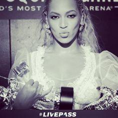 Sobre os #VMAs 2016: #Beyoncé se tornou a maior ganhadora da história do evento com 24 estatuetas no total #mito #lacrou #beyonce #livepass #vma #vma2016