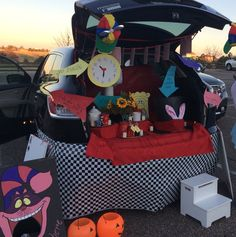Alice in Wonderland a Trunk or Treat
