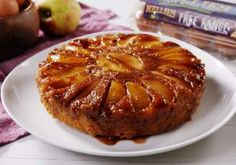 This caramel apple upside-down cake is just the treat for those chilly autumn days and abundance of apples on your counter. Baked Apple Slices, Baked Apples, Egg Recipes, Cake Recipes, Dessert Recipes, Dessert Ideas, Baking Recipes, Recipies, Banana Split
