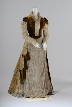 Court dress in the Markart style, Vienna 1886 ____________________________ Hofkleid im Makartstil, @ Wien Museum 1880s Fashion, Victorian Fashion, Vintage Fashion, Victorian Era, Women's Fashion, Antique Clothing, Historical Clothing, Edwardian Clothing, Historical Costume