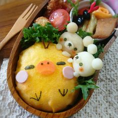 Kiiroitori omelette rice bento - rice wrapped with omelette looks easy to make Kawaii Bento, Cute Bento, Kawaii Cooking, Japanese Food Art, Bento Recipes, Cute Desserts, Cafe Food, Food Humor, Omelette
