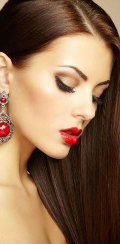 色っぽい! 真っ赤なルージュと片側イヤリング。 片側ロングヘアに鎖骨出し。 私の好きなスタイルの王道。