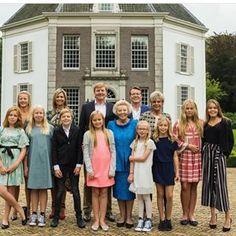 Royally gezellig was het dinsdagavond op het tachtigste verjaardagsfeest van koning Harald en koningin Sonja in Oslo.