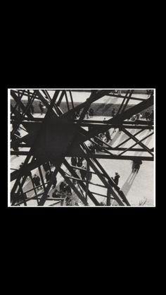 "Ilse Bing - "" Tour Eiffel (Étoile) "", 1931 - Gelatin silver print - 25,8 x 36,6 cm"