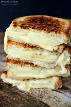 Apple & Gouda Grilled Cheese is perfect for fall and made from melty gouda and crisp granny smith apples! This Apple & Gouda Grilled Cheese is savory and delicious! One of the best grilled cheese recipes you'll ever come across! Grilled Sandwich, Soup And Sandwich, Sandwich Recipes, Steak Sandwiches, Grilled Cheese Sandwiches, Bread Recipes, Tuna Melt Sandwich, Sandwich Sides, Vegan Sandwiches