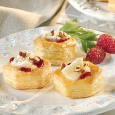 Who doesn't love baked Brie? You have to try it served in individual puff pastry cups. The incredible combination of brie cheese, raspberry jam and toasted pecans in light and airy puff pastry cups make these tempting appetizers simply irresistible! Puff Pastry Shell Recipe, Brie Puff Pastry, Pepperidge Farm Puff Pastry, Frozen Puff Pastry, Puff Pastry Recipes, Puff Pastries, Brie Bites, Tapas, Ramen