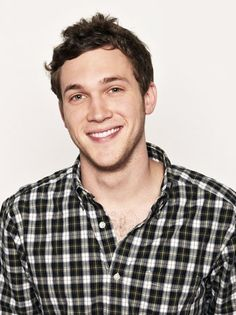 I love Phillip Phillips! I think he's the only one in the Top 3 who really deserves it. Joshua and Jessica both have been rigged into it from the getgo.