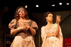 """A Cia. Paródia realiza uma temporada popular do espetáculo """"Hamlet ao Molho Picante"""", do italiano Aldo Nicolaj, no Teatro Alfredo Mesquita, de 31 de julho a 6 de setembro."""