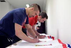 Zkušený reprezentační lídr Tomáš Plekanec je již s národním týmem a chystá se na odlet do dějiště mistrovství světa #hockey #sport #worldcup #TomasPlekanec Ms, Sport, Deporte, Excercise, Sports, Exercise