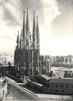 1953 © Expiatory Temple of the Sagrada Família. Gaudi, Barcelona, catalonia