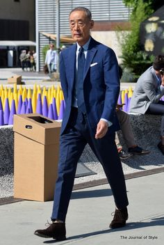 Ease is a key to style. It makes things natural. Generally older men are better at ease and better at style consequently. Just take a look at these photos from Pitti Uomo in Florence. I've photogra…