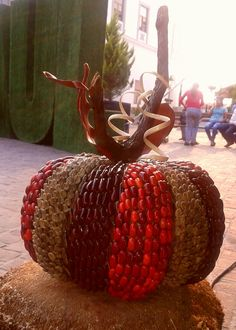Pumpkin hand made with seeds and grains by decoesferas@gmail.com diy natural crafts, natural decor/ guicoy hecho de semillas, granos y elementos naturales, artesanía ecológica y colorida.  Hazlo tú mismo